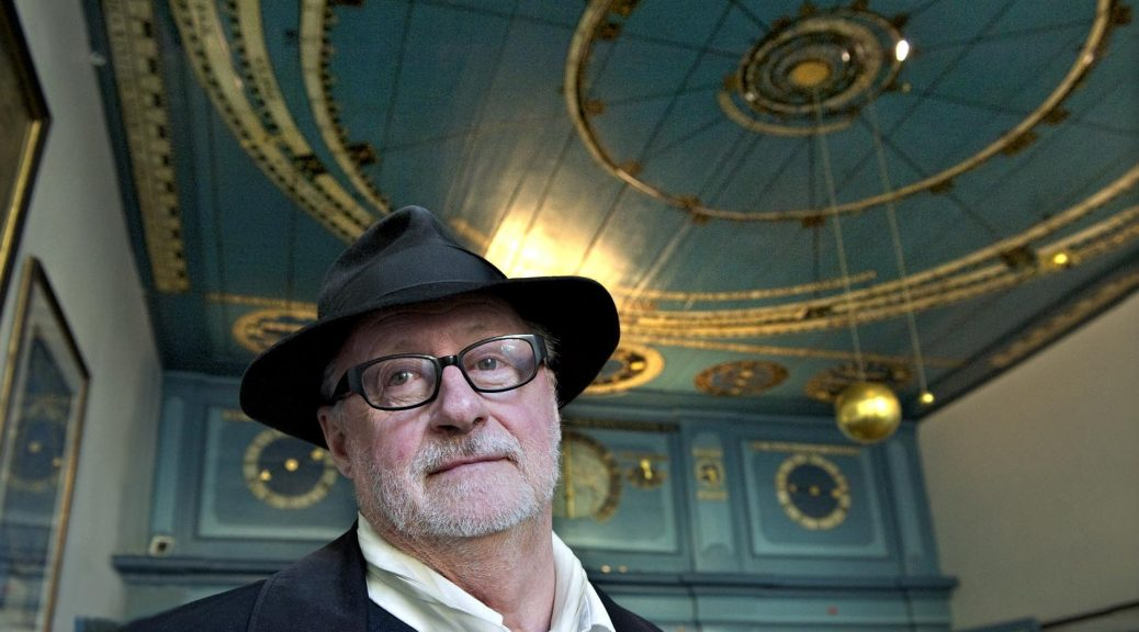 2012-02-25 Franeker André Klukhuhn in het planetarium van Eise Eisinga